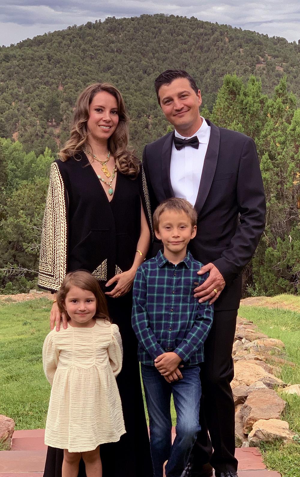 Ajna Seret with Roberta Seret and children